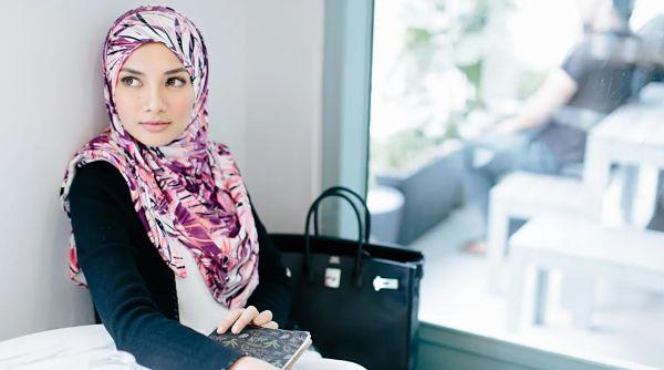 Bagaimana Tudung Muslim Menjadi Empayar Fesyen